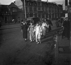 Women in silk qipaos, 1929.