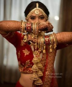 New Kalire Designs on Real Brides That Made us Swoon Trending new kalire designs we spotted on Indian Brides we totally loved. Take a look at these stunning kalire designs cuarted just for you! Indian Bride Poses, Indian Wedding Poses, Indian Bridal Photos, Indian Wedding Couple Photography, Indian Bridal Outfits, Bride Photography, Indian Groom Wear, Desi Wedding, Bridal Poses