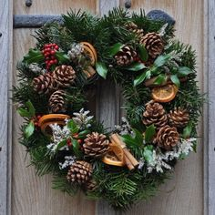 Natural Christmas Wreath - Fresh Wreaths from SendMeAChristmasTree Homemade Christmas Wreaths, Homemade Wreaths, Christmas Wreaths To Make, Christmas Flowers, Natural Christmas, Christmas Makes, Beautiful Christmas, Handmade Christmas, Christmas Decorations