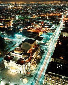 En el Centro Histórico de la Ciudad de México puedes hospedarte en Fiesta Inn o muy cerca está Fiesta Americana Reforma.