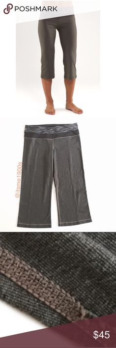 """Lululemon Crops ▫️Hidden waistband pocket ▫️Chafe resistant flat seams  ▫️Fabric: Luon ▫️Four-way stretch, moisture wicking ▫️Reversible ▫️Rise: low ▫️Inseam: approx 19 1/4"""" ▫️Hem sweep: approx 17 3/4"""" ▫️Small amount of piling, inner thigh Seam has defect (see picture 3) ▫️Great Preowned Condition 🚫No Trades🚫 lululemon athletica Pants"""