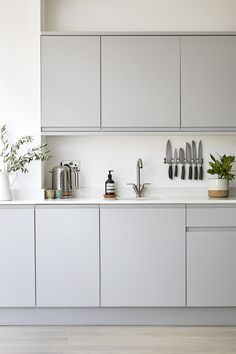 Rustic Kitchen Design, Kitchen Room Design, Interior Design Kitchen, Kitchen Decor, Kitchen Colors, White Kitchen Interior, Kitchen Ideas, Kitchen Centerpiece, Boho Kitchen