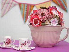 Centro de mesa con flores de tela