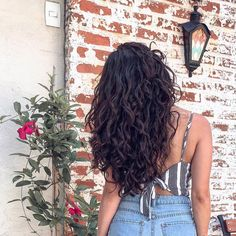 Fashion - How to Style Curly Hair - Tips, Tricks, and Ideas for Styling Curls Long Layered Curly Hair, Layered Curly Haircuts, Dark Curly Hair, Curly Hair Layers, Curly Hair Tips, Curly Hair Styles, Natural Hair Styles, Black Scene Hair, Permed Hairstyles