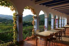 Vistas a la Vall de Bas desde la masía Mas Garganta, turismo rural en la Garrotxa
