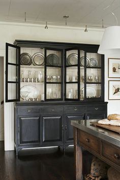 A classic style with a touch of modern. I think I'm just a little smitten by this Atlanta, Geor… A classic style with a touch of modern. I think I'm just a little smitten by this Atlanta, Geor… Dining Room Hutch, Kitchen Hutch, New Kitchen, Kitchen Decor, Kitchen Modern, Dining Rooms, Kitchen Black, Kitchen Colors, Kitchen Ideas