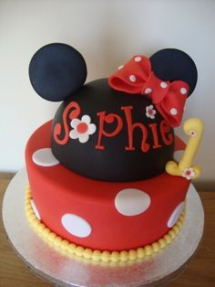 Minnie Mouse Cake By CakeyKerry on CakeCentral.com
