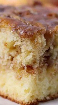 Honey Bun Cake (uses yellow boxed cake mix) Cake Mix Desserts, Cake Mix Recipes, Easy Desserts, Dessert Recipes, Yellow Desserts, Dessert Bread, Yummy Recipes, Yummy Food, Honey Bun Cake