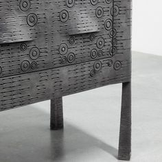 Commode Tribal de Ingrid Donat pour la Carpenters Workshop Gallery, 2017. Bronze