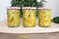 Eingemachter Zucchinisalat