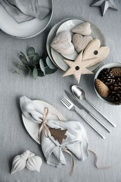 A wintry place setting