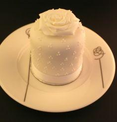 Sweet Rose Miniature Cake
