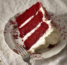 Veja como fazer o famoso bolo red velvet. A receita de Aline Marques está no livro colaborativo