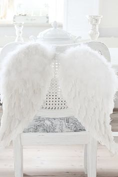 Angel wings and feathersƸӜƷ ღ ༺༻ღ