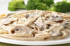 Fettuccine with Creamy Mushroom Sauce - Any variety of mushroom will work in this creamy vegetarian pasta sauce, but we particularly like a combination of shiitake, oyster and cremini. No Calorie Foods, Low Calorie Recipes, Healthy Recipes, Healthy Sauces, Cheap Recipes, Top Recipes, Healthy Options, Vegetarian Recipes Dinner, Dinner Recipes