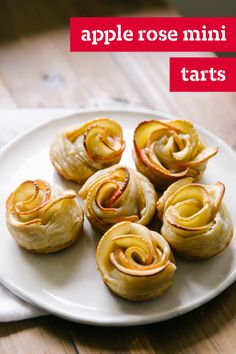 24 Sweet Small Bites For a Dessert Reception Learn how to make Apple Rose Mini Tarts with this helpful video tutorial. These mini apple rose tarts are fun for the whole family to make. Kraft Foods, Kraft Recipes, Apple Dessert Recipes, Apple Recipes, Holiday Recipes, Christmas Recipes, Sweet Recipes, Apple Rose Tart, Apple Roses