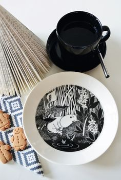 Moomin in black and white Kitchen Stuff, Table Settings, Lens, Black And White, Tableware, Inspiration, Biblical Inspiration, Dinnerware, Black White