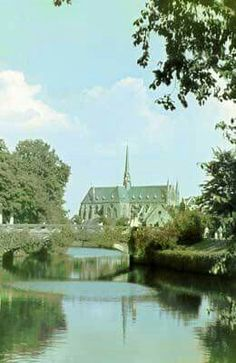 Vroeger: De oude Sassenpoorterbrug met daarachter het Dominicanenklooster