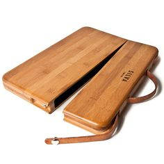 Useful, glamour and... luxurious! A hand crafted bamboo and leather case for you MacBook Pro!