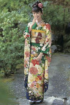 The Kimono Gallery: Photo Kimono Japan, Japanese Kimono, Japanese Girl, Geisha, Traditional Kimono, Traditional Outfits, Japanese Costume, Wedding Kimono, Carnival
