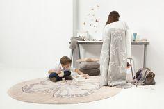 Piękny , okrągły, ręcznie robiony dywan z wizerunkiem motyla. | Gagalu sklep