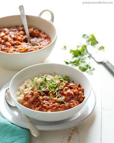 Have your weekly menu planned for you. All you have to do is cook it - plus it& free! This Vegan Instant Pot Menu Plan will have you getting your money& worth out of your IP too! Vegan Chickpea Recipes, Vegetarian Snacks, Veggie Recipes, Whole Food Recipes, Vegan Soups, Vegan Food, Dinner Recipes, Pressure Cooker Stew, Pressure Cooker Recipes
