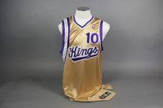b35ae1b80 Mike Bibby 2006-2007 Autographed Game Used Worn  10 Sacramento Kings Gold  Road