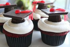 Graduation Cupcakes - these are so cute, very clever decoration
