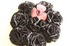 Bouquet ramo de flores de tela en negro y broche nude o maquillaje 606619349 algodondeluna@gmail.com