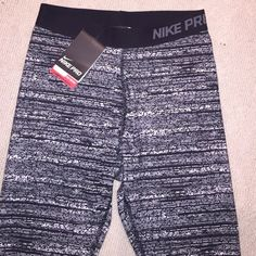 Nike workout leggings small.  NWT NWT Nike tights/leggings black and white.  Small Nike Pants Leggings