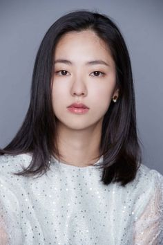 Lee Eun Jung (Jun Yeo Bin) is a documentary director. After she quits her work after the harassment of her boss, she established and runs her own production company, though she is the only employee. Monolid Makeup, Monolid Eyes, Korean Drama Best, Hanabi, Song Joong Ki, Bae Suzy, Korean Star, Ji Chang Wook, Kpop