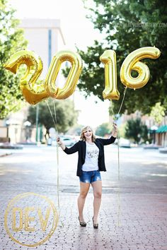 Senior Photos with balloons! www.devonjimagery.com www.devonjblog.com Copyright 2016 Devon J. Imagery