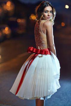 "Képtalálat a következőre: ""Bélavári Zita"" Luxury Fashion, Womens Fashion, Victorian, Couture, Formal Dresses, Hair, Inspiration, Folklore, Tea"