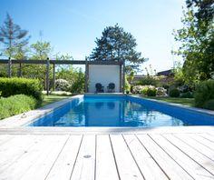 Pool med poolhus