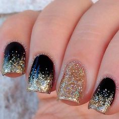 Black Gold Nails Easy Black and Gold Glitter Ombre Nails - Do you need snazzy New Year's Eve nail designs to go with that perfect dress and those fabulous shoes? Well, you've come to the right place! New Year's Nails, Hair And Nails, Trendy Nails, Cute Nails, Nails Yellow, Black Ombre Nails, Black Glitter, Black Nails With Gold, Acrylic Nails Glitter Ombre