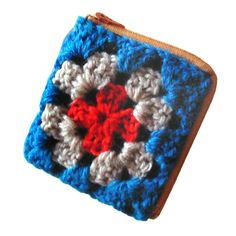 granny square coin purse - A Common Thread... the directions are not complete, but I think I can figure out how to finish it.