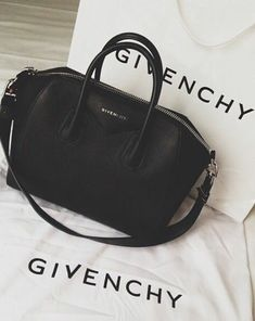 Givenchy bag - my ultimate handbag dream. Handbags On Sale, Black Handbags, Luxury Handbags, Purses And Handbags, Designer Handbags, Wholesale Handbags, Givenchy Handbags, Mode Style, My Bags