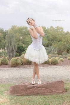 #fotografia #novia #corse #bride #desert #desierto #white #wedding #corset #blanco #tul #flores #corona #model #Alicante