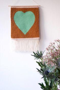 tapisserie-coeur-chaumiere-oiseau