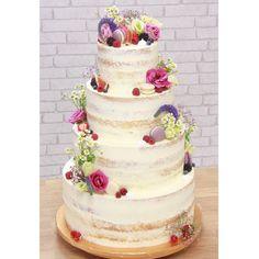 """Na fotke sa to možno nezdá (?🤔) ale táto tortisko vážila cez 18kg a bola pre 130-140porcií 😍 Len tak-tak som ju zdvihla, prevoz by som bez manželovej pomoci isto nezvládla 🙏❤️ Tortička bola celá s mascarpone a malinami, a zdobila krásnu svadbu na hrade Červený Kameň 👰🤵 Moc krát ďakujem za dôveru a aj za príležitosť si takú """"tortičku"""" po dlhej dobe zasa upiecť. Tento rok je zatiaľ najväčšia 💁♀️ #wedding #weddingcake #weddinginspiration #seminakedcake #seminakedweddingcake #colorful… Tak Tak, Cake, Desserts, Pink, Color, Mascarpone, Tailgate Desserts, Deserts, Kuchen"""
