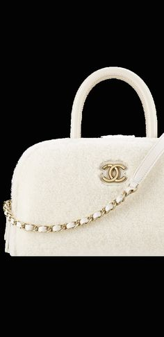 Chanel Fall 2017 http://profile.empowr.com/Profile/NewCustomProfile.aspx?u=BarbaraDelorisWalker