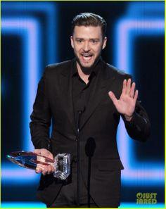 Justin Timberlake's People's Choice Award Almost Stolen By Ellen DeGeneres!   2014 People's Choice Awards, Ellen DeGeneres, Justin Timberlake Photos   Just Jared