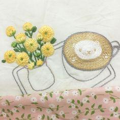 . #삼청동 #오시정 갔다가 분위기도 #라떼아트 도 너무 예뻐서 #프랑스자수 로 놓고 싶었어요 😉 . #손자수 #자수 #자수타그램 #embroidery #latte #latteart #flowers #꽃 #프롬유_자수일기