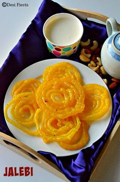Instant Jalebi Recipe Easy Indian Dessert Recipes, Indian Desserts, Indian Sweets, Sweets Recipes, Indian Food Recipes, Cookie Recipes, Vegetarian Recipes, Kalakand Recipe, Burfi Recipe