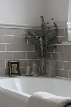 If you have a small bathroom in your home, don't be confuse to change to make it look larger. Not only small bathroom, but also the largest bathrooms have their problems and design flaws. Bathroom Tile Designs, Bathroom Colors, Bathroom Layout, Bad Inspiration, Bathroom Inspiration, Grey Bathrooms, Small Bathroom, Taupe Bathroom, Glass Bathroom