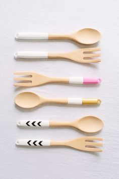 Upgrade basic wooden serving utensils by color-dipping, color-blocking + painting them.