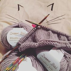 Very happy #knitting with my favorite @debbieblissknits #wool it's going to be an #elephant  #happy #cute #merino #soft #knit @deramores #cat #oliverbonas #bag #knitstagram #knittersofinstagram