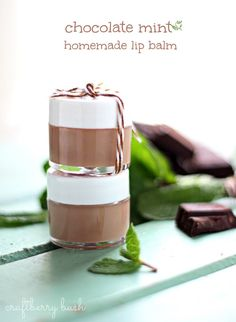 Craftberry Bush: Chocolate mint homemade lip balm for presents . Homemade Lip Balm, Diy Lip Balm, Homemade Deodorant, Homemade Gifts, Lip Balm Recipes, Salve Recipes, Doterra Recipes, Homemade Cosmetics, Homemade Beauty Products