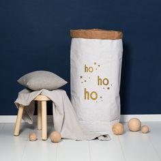 Papiersack XXL ho ho ho – für alle Weihnachtsgeschenke. Zu finden auf Etsy.
