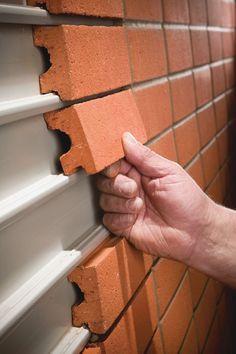 Recouvrir une façade en tôle de briques #DIY #bricolage #maison #deco #decoration